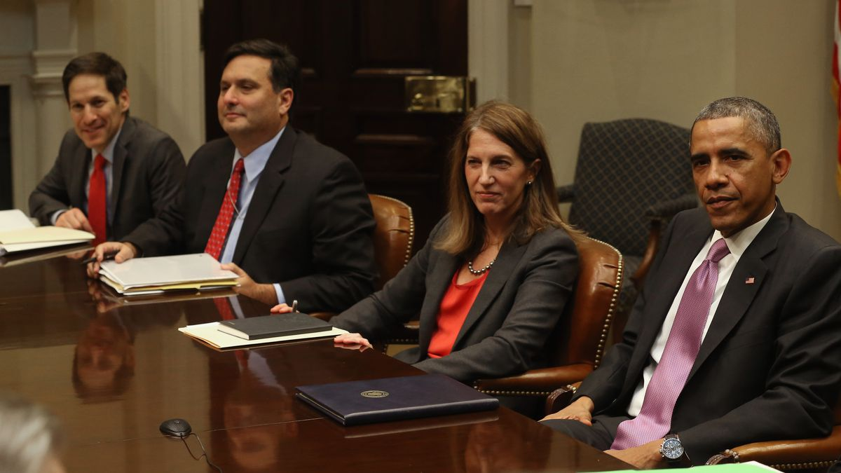 US President Barack Obama (R) is flanked by HHS Secretary Sylvia Mathews Burwell (2ndR), Ron Klain (2ndL) and CDC director, Dr. Tom Frieden (L) during an Ebola meeting.