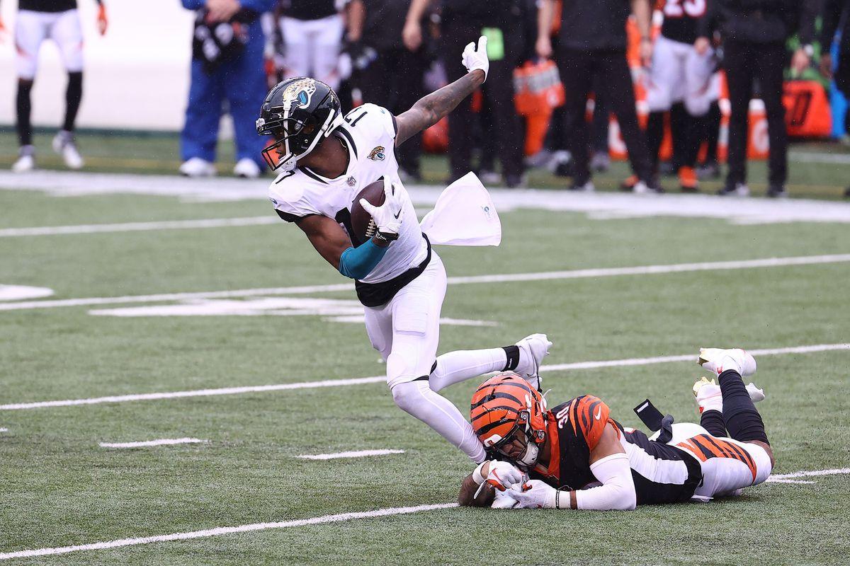 DJ Chark Jr #17 of the Jacksonville Jaguars runs with the ball against at the Cincinnati Bengals Paul Brown Stadium on October 04, 2020 in Cincinnati, Ohio.