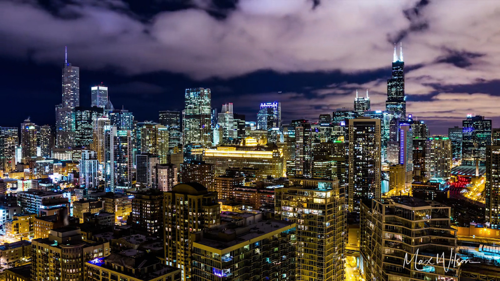 Time lapse video highlights Chicago's colorful skyline at night