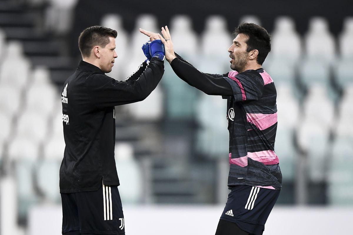 Wojciech Szczesny (L) of Juventus FC and Gianluigi Buffon (R...