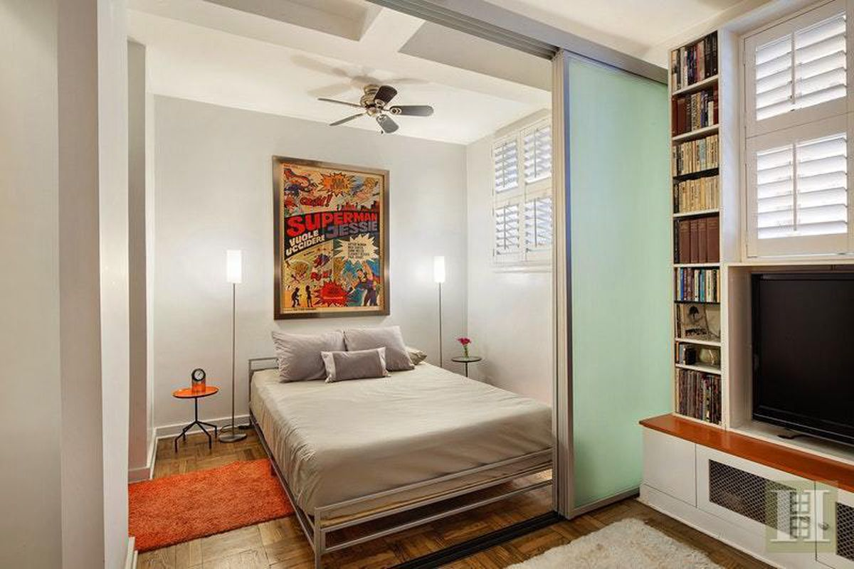 mod greenwich village studio is short on space but has plenty of style curbed ny. Black Bedroom Furniture Sets. Home Design Ideas