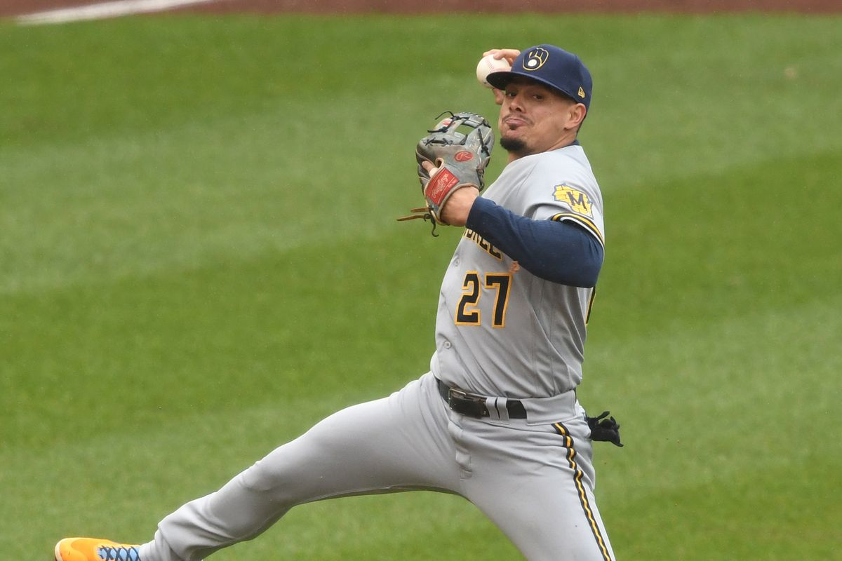 Willy Adames shows excellent defense.