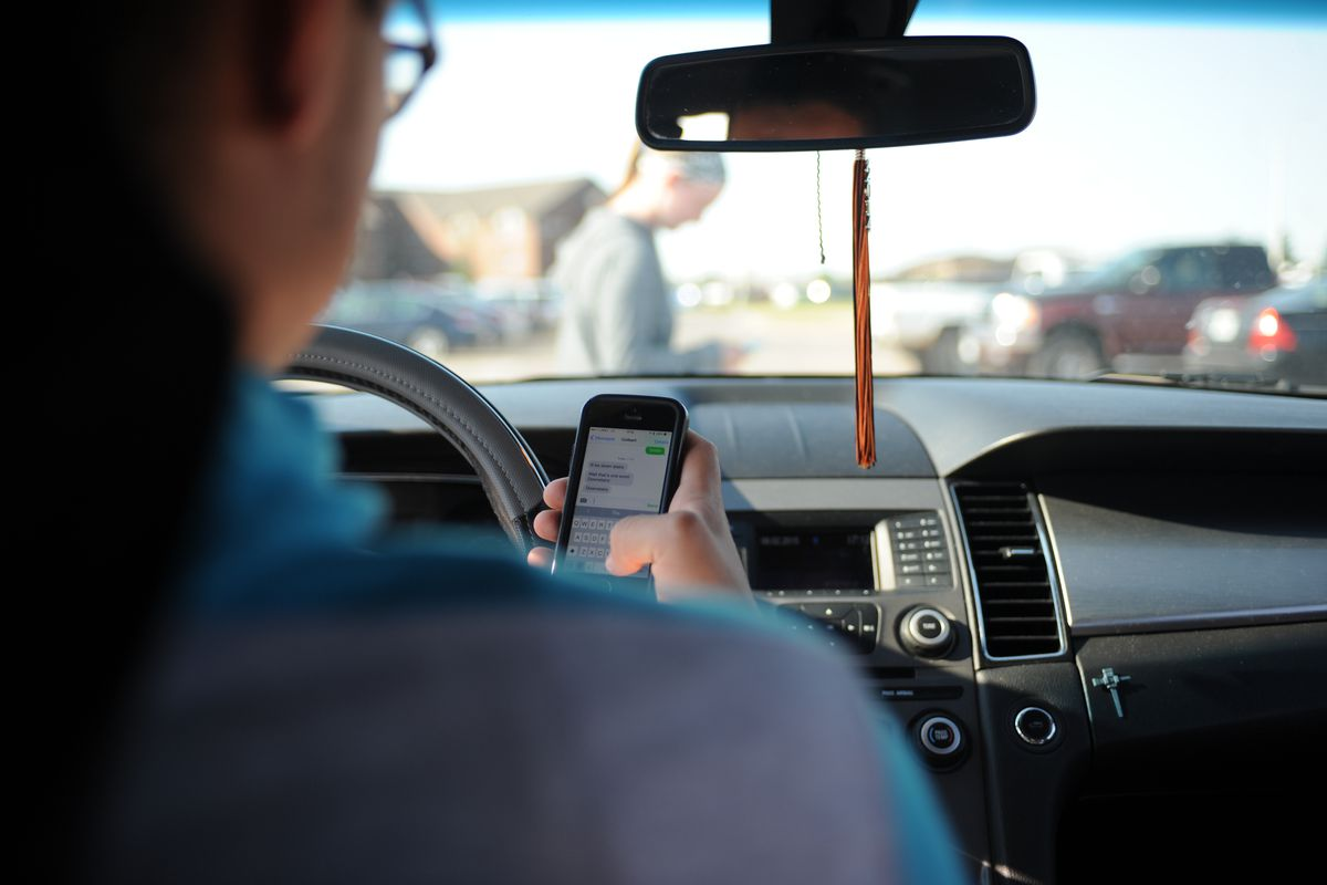 Texting and driving penalties in Illinois could climb with new bill