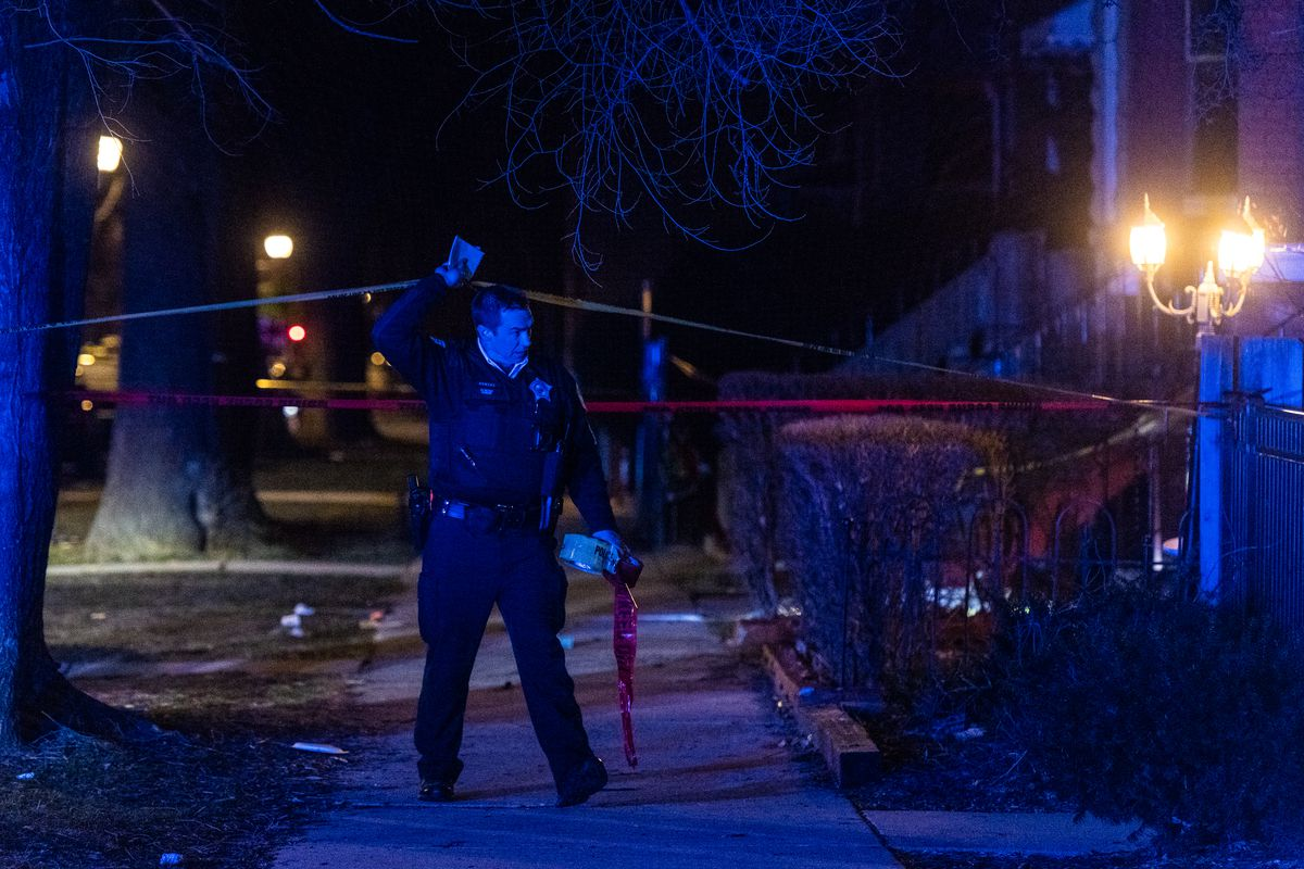 Chicago Police investigate a scene where at least five people were shot, Sunday morning, in the 500 block of North Hamlin, in the East Garfield Park neighborhood. Tyler LaRiviere/Sun-Times