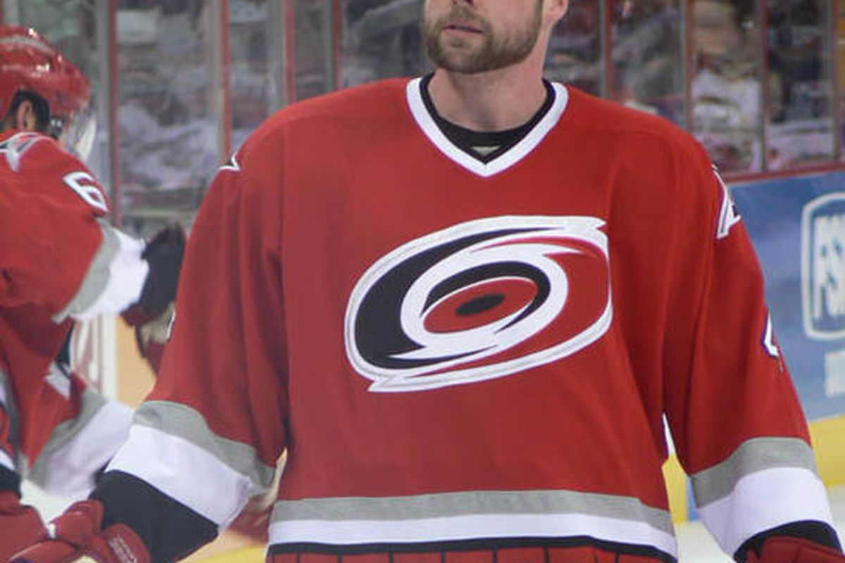 Aaron Ward in 2006 wearing Carolina red.  (another photo by Hyena)