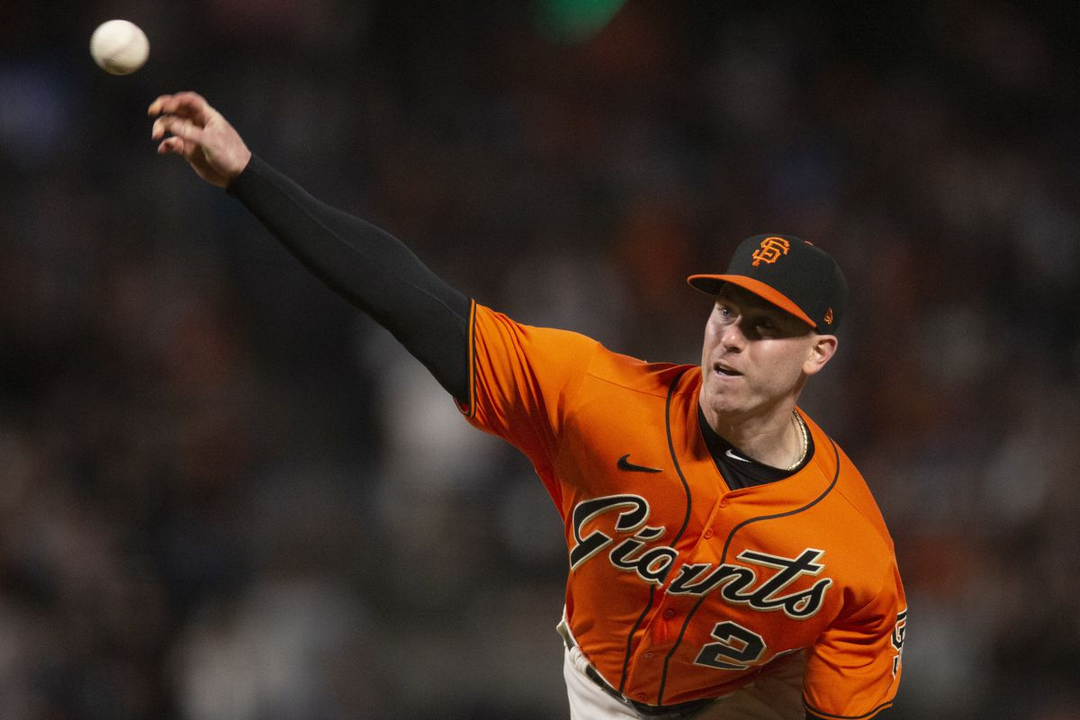 San Francisco Giants starting pitcher Anthony DeSclafani(26) delivers a pitch against the San Diego Padres during the second inning at Oracle Park.