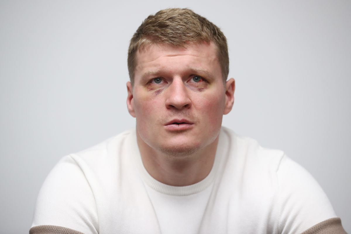 Russian boxers Povetkin and Papin give press conference in Moscow