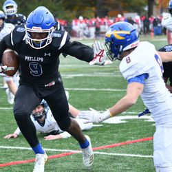 Phillips' Jahleel Billingsley (9) heads straight for the end zone. Worsom Robinson/For the Sun-Times.