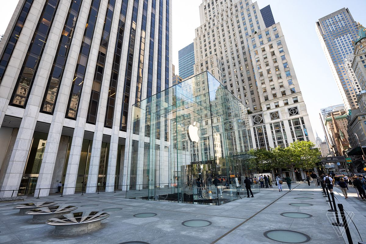 Apple S Iconic Fifth Avenue Store Is Back And Bigger Than