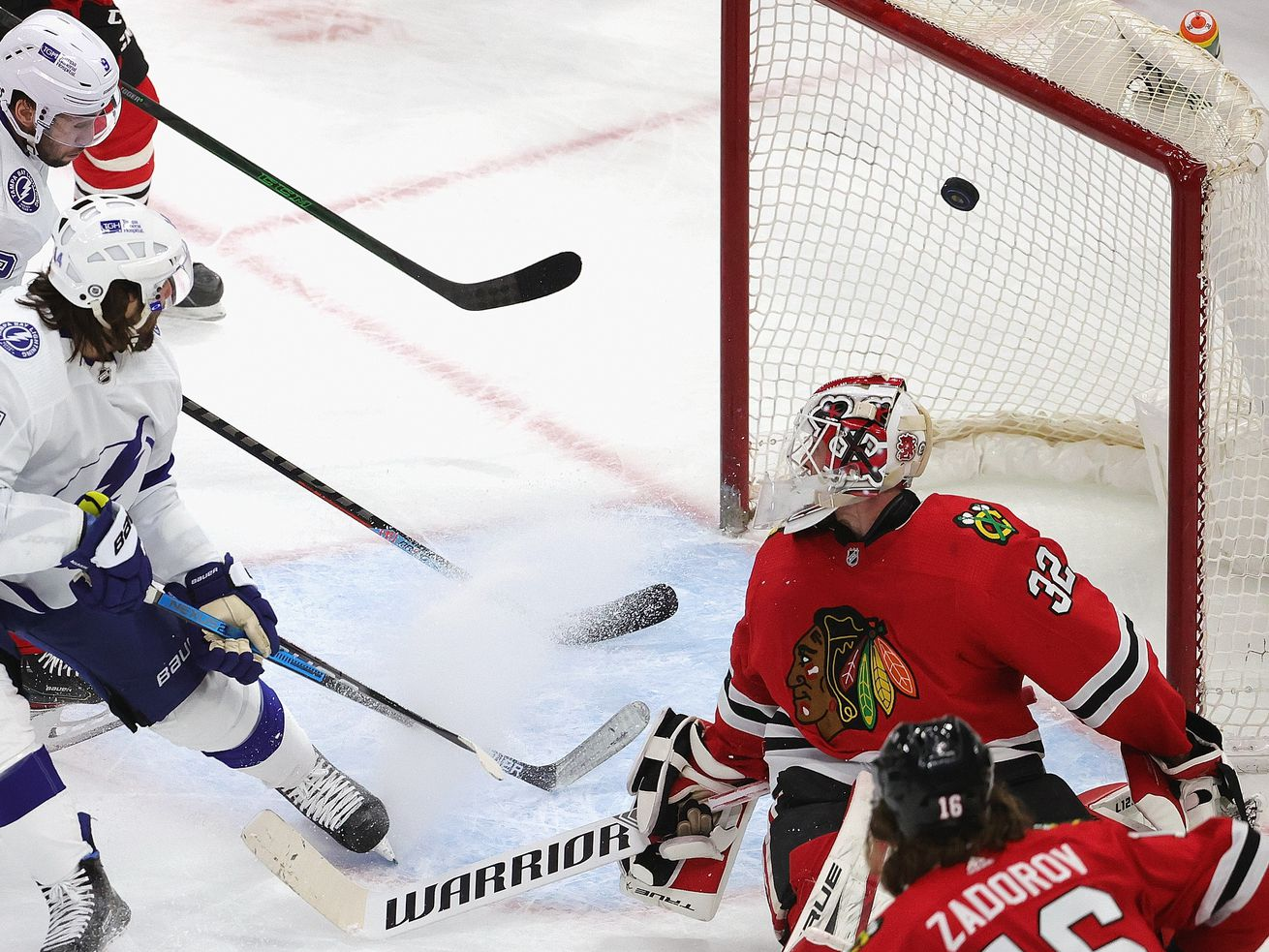 Blackhawks' inability to protect leads reaches new extreme in 6-3 loss to Lightning