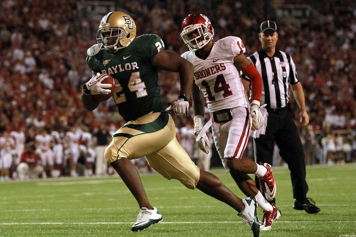 WACO, TX - NOVEMBER 19:  Terrance Ganaway #24 of the Baylor Bears runs for a touchdown against Aaron Colvin #14 of the Oklahoma Sooners at Floyd Casey Stadium on November 19, 2011 in Waco, Texas.  (Photo by Ronald Martinez/Getty Images)