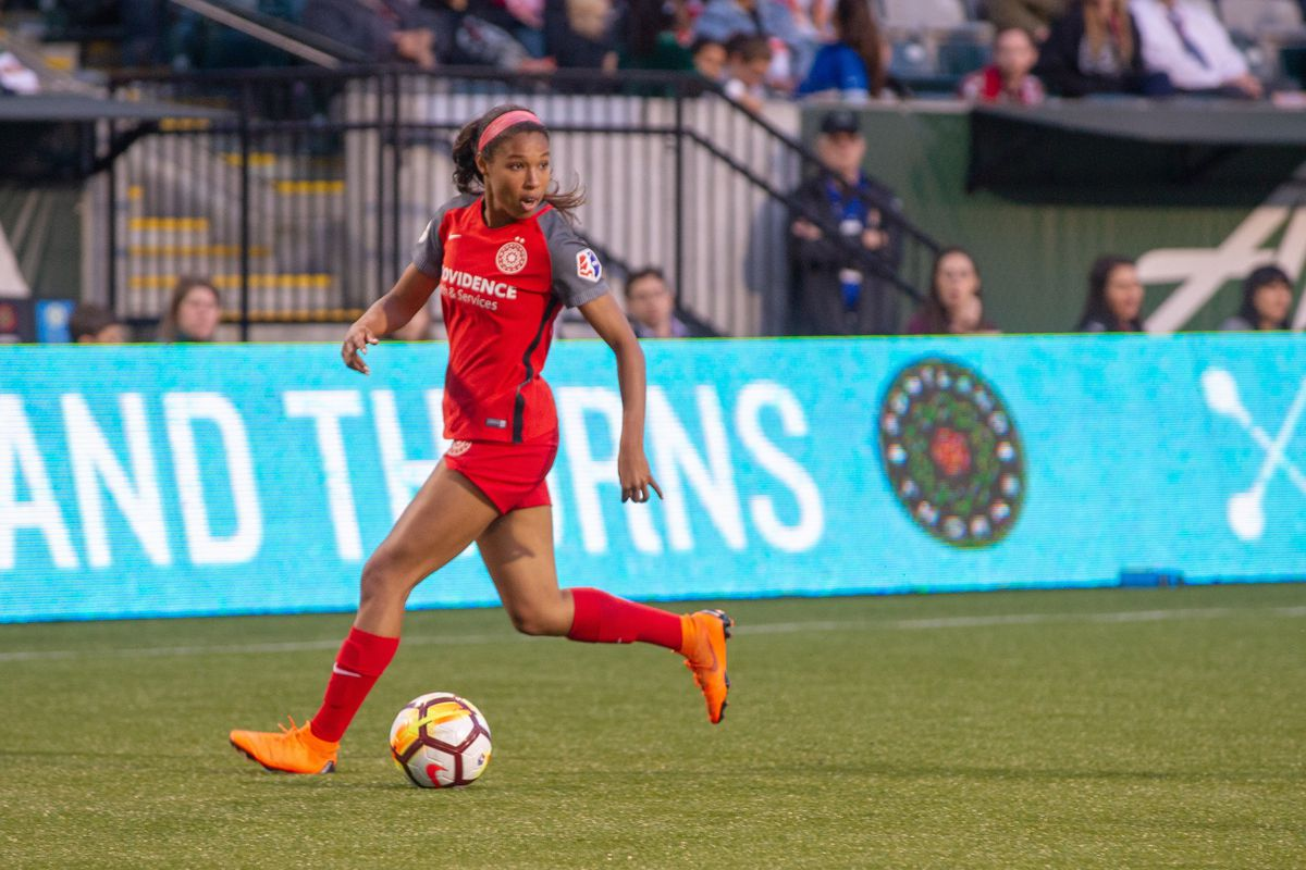 Portland Thorns midfielder Midge Purce looks for a cross during the second half of the North Carolina Courage 4-1 victory over the Portland Thorns on May 30, 2018, at Providence Park, Portland, OR.