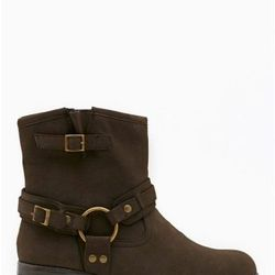 """<a href=""""http://www.nastygal.com/product/sleater-moto-boot-brown/_/searchString/shoe%20cult"""">Moto Boot</a>, $130.00"""