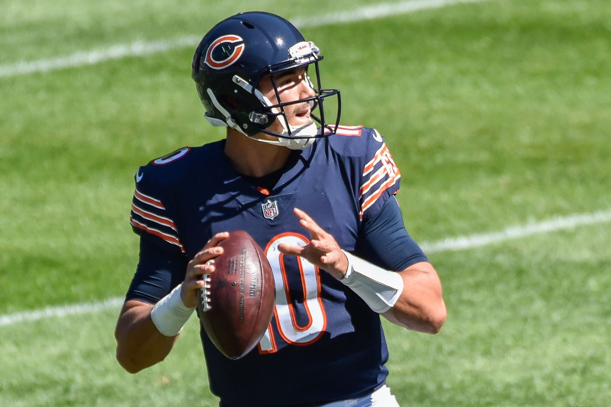 Chicago Bears quarterback Mitchell Trubisky looks to throw a pass against the New York Giants during the first quarter at Soldier Field.