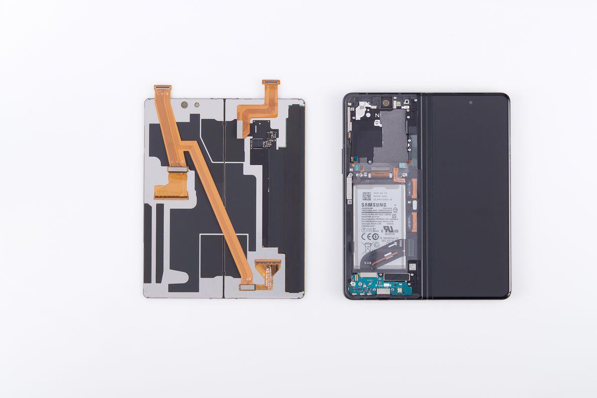 The screen assembly on a Galaxy Z Fold 3