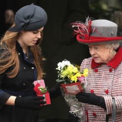KING'S LYNN, UNITED KINGDOM - DECEMBER 25:  Princess Beatrice (L) and Queen Elizabeth II attend the Christmas Day church service at St Mary's Church on December 25, 2008 in Sandringham, England.