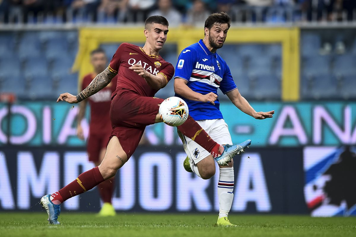 Gianluca Mancini (L) of AS Roma competes for the ball with...