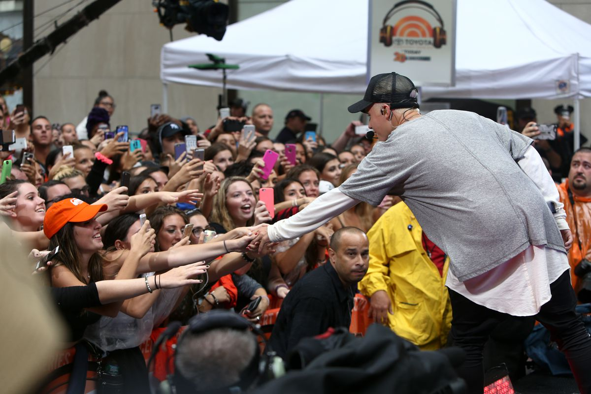 Justin beiber with fans