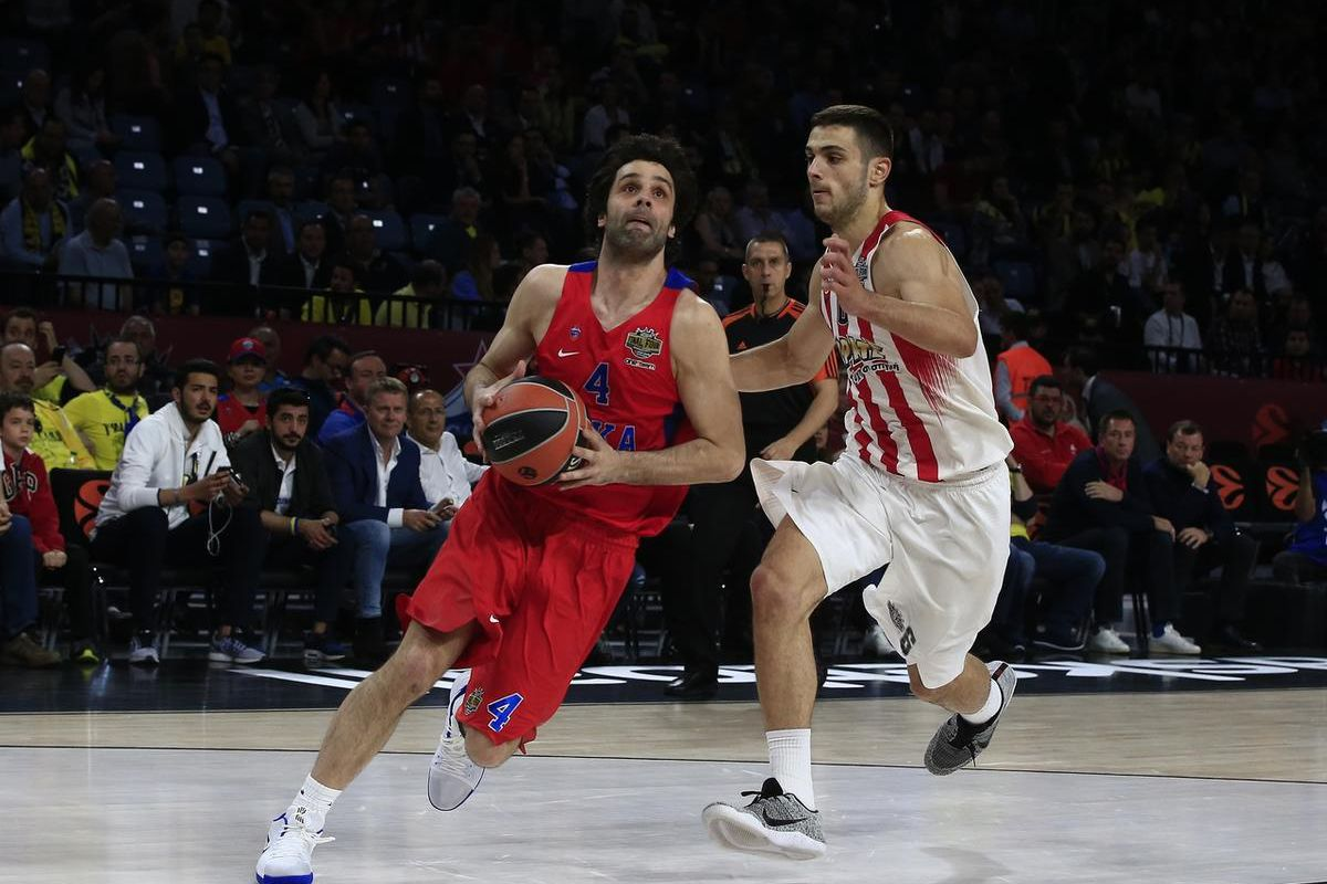 CSKA's Moscow Milos Teodosic, left, goes to score as Olympiakos' Ioannis Papapetrou tries to stop him during their Final Four Euroleague semifinal basketball match at Sinan Erdem Dome in Istanbul, Friday, May 19, 2017. (AP Photo/Lefteris Pitarakis)