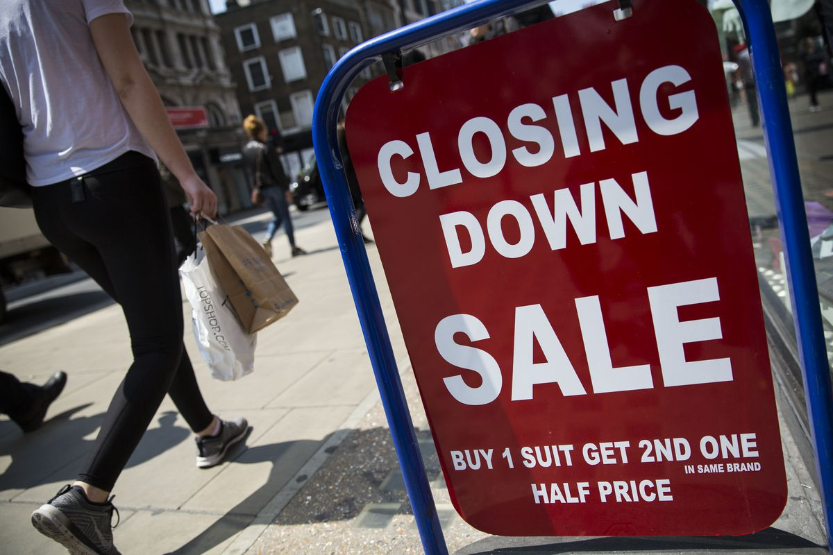 Warm Weather Helps High Street Sales To Rise