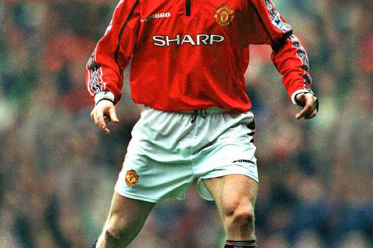 Jesper in action for United without his hands hiding in his sleeves for once. www.sporting-heroes.net