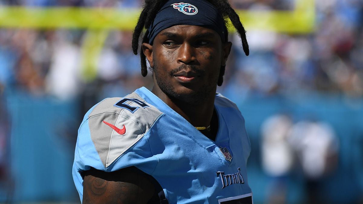 Tennessee Titans wide receiver Julio Jones (2) on the sideline during the second half against the Indianapolis Colts at Nissan Stadium.