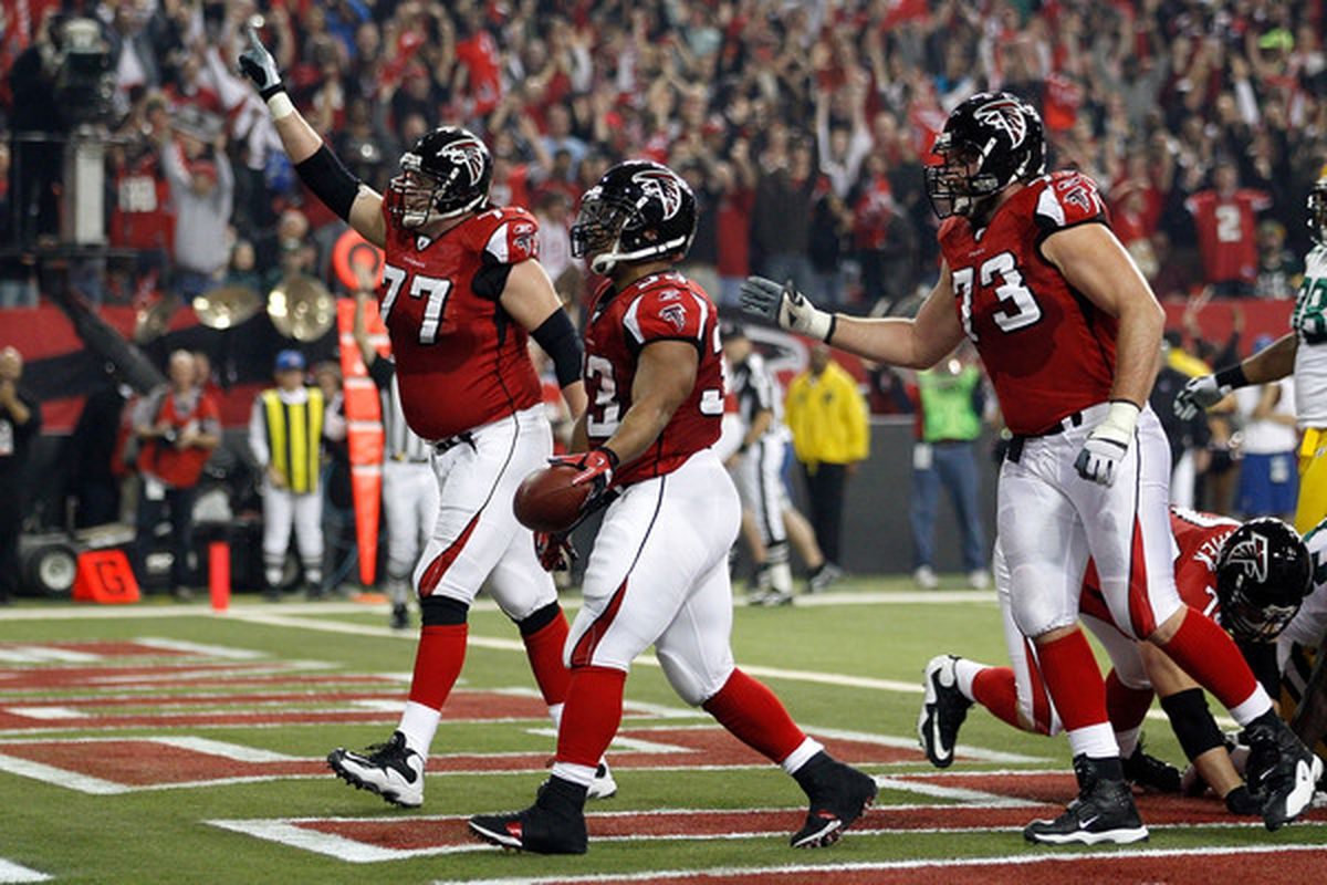 Tyson Clabo (left) and Harvey Dahl (right) are two Falcons who could leave as free agents.  (Photo by Chris Graythen/Getty Images)