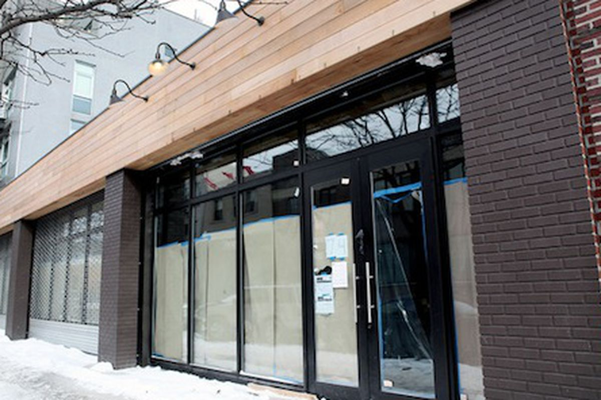 """The storefront in late January. Image via <a href=""""http://www.beaconscloset.com/blogs/beacons/11865053-moving-on-up-our-williamsburg-store-relocates-to-greenpoint"""">Beacon's Closet</a>"""