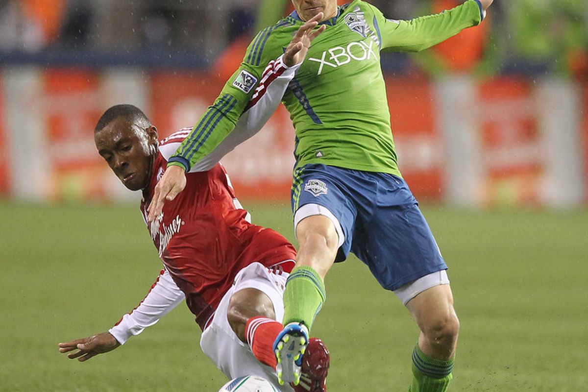 Osvaldo Alonso wins the ball, and an MLS All Star nod