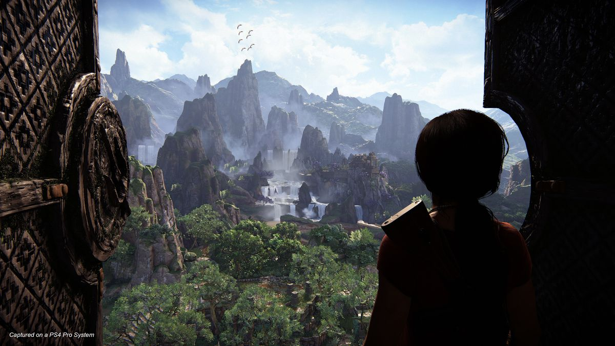 Uncharted: The Lost Legacy - Chloe looking out at fortress from tower