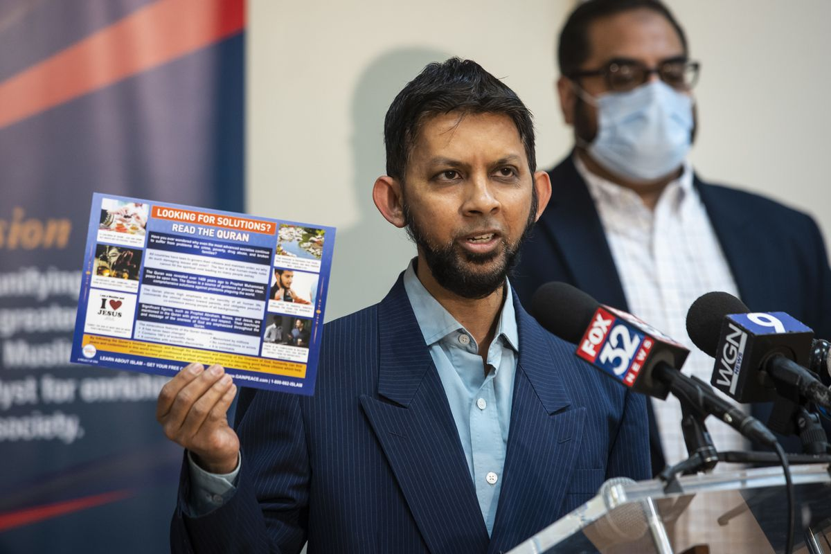 Sabeel Ahmed, executive director of the GainPeace Project, shows off one of 50,000 postcards the organization is mailing out during a 4-week campaign with the Council of Islamic Organizations of Greater Chicago, designed to educate others about Ramadan, during a news conference Wednesday at CIOGC headquarters in the Loo.