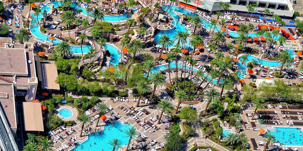 Pool Season Returns To Mgm Resorts Properties On The Las Vegas Strip Eater Vegas