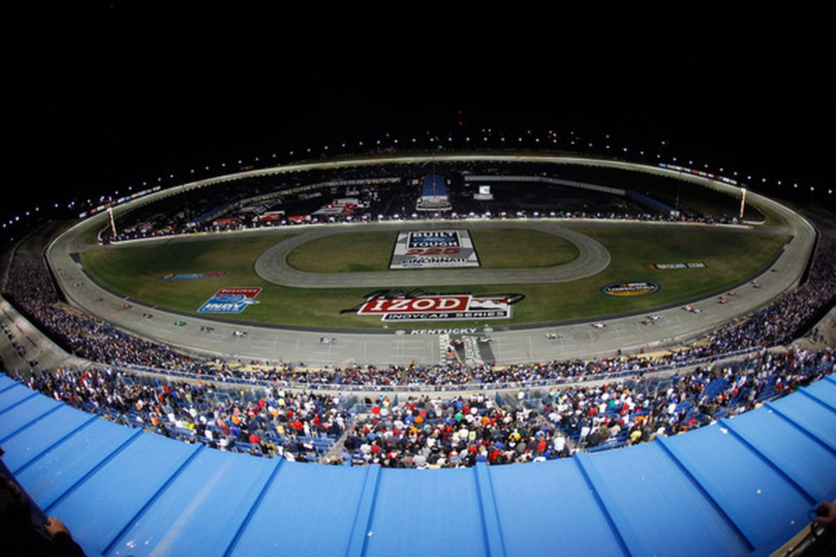 SPARTA KY - SEPTEMBER 04:  Cars race along the front stretch during the IndyCar Series Kentucky Indy 300 on September 4 2010 in Sparta Kentucky.  (Photo by Chris Graythen/Getty Images)