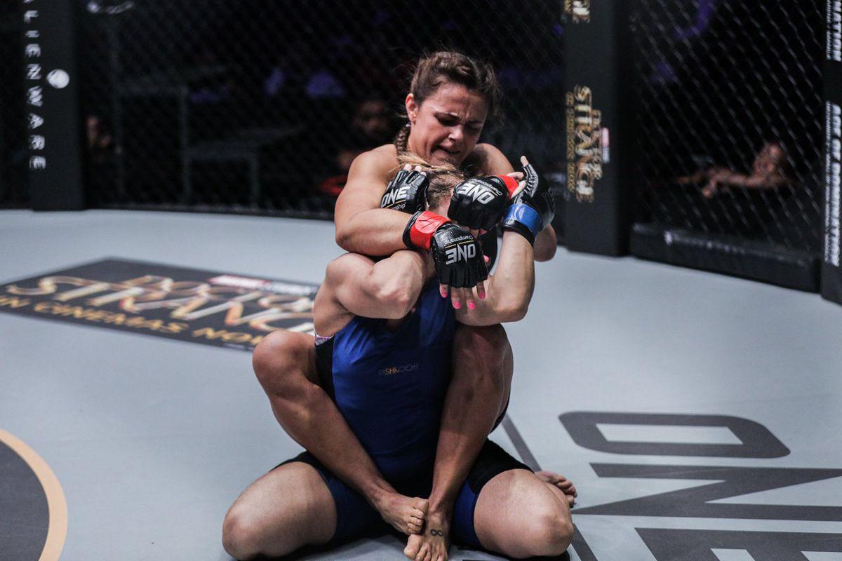 Michelle Nicolini Unfazed By Angela Lees Jiu-Jitsu Skills -6577