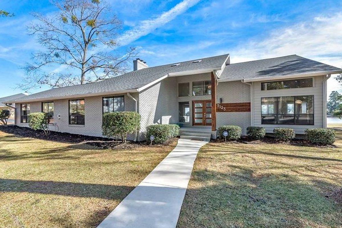 Phenomenal South Of Atlanta Modernized 1980S Property On Lake Spivey Beutiful Home Inspiration Xortanetmahrainfo