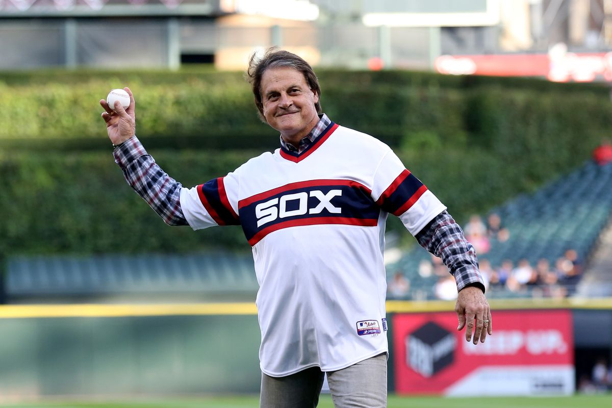 Tony La Russa throws out the first pitch before the Tigers-White Sox game Aug. 30, 2014.