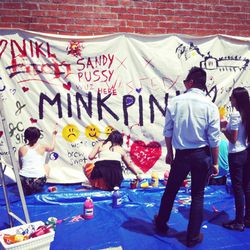 Guests leaving their mark on the Wasteland x MINKPINK mural