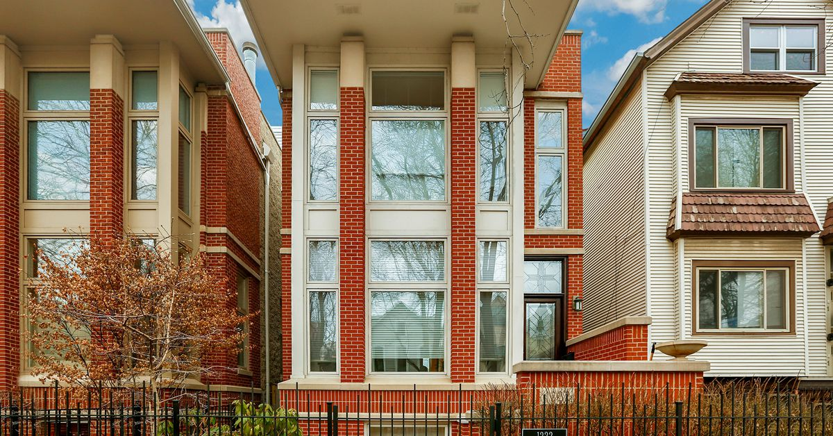 lakeview home with quirky exterior asks 1 3m curbed chicago. Black Bedroom Furniture Sets. Home Design Ideas