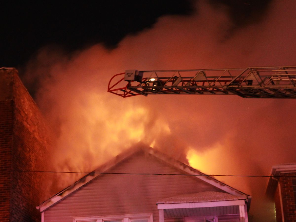 Officials battle a fatal fire about 2 a.m. Sunday, January 27, 2019 in the 300 block of West 27th Street in Chicago. | Justin Jackson/ Sun-Times