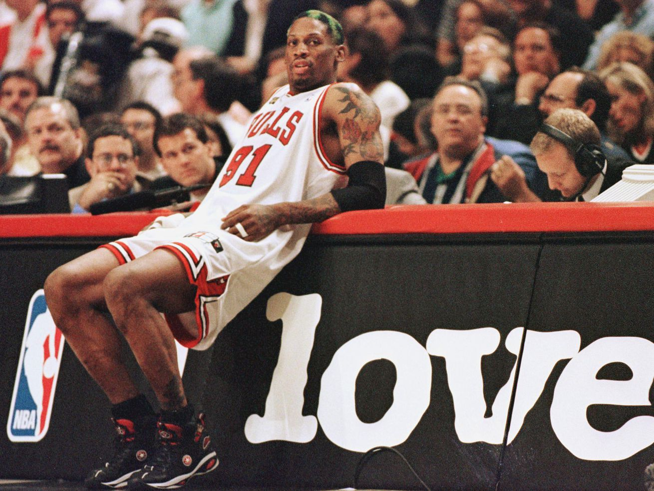 BKN-JAZZ-BULLS-RODMAN-SIGN