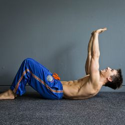 Step 2:<br> Drawing your belly button in towards the spine, lift your shoulders 2-3 inches off the floor for a 5 second hold. Lower your shoulders back to the ground, and repeat.