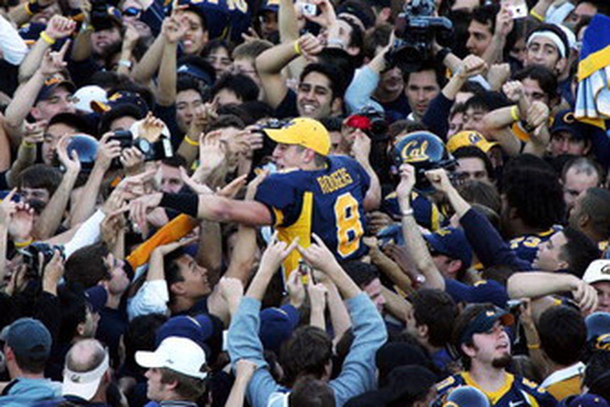 "via <a href=""http://cdn.bleacherreport.net/images_root/slideshows/811/slideshow_81101/display_image.jpg"">cdn.bleacherreport.net</a> Aaron Rodgers can finally celebrate. Cal is the 2004 Pac-10 champions!"