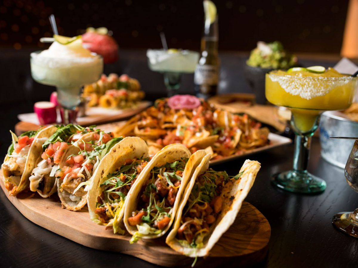 A plate of tacos with margaritas