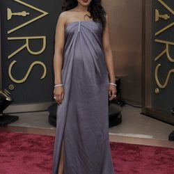 """""""<strong>Kerry Washington</strong>. I came around and decided I really liked this whole look. The detailing on the top is just wonderful, and feels expensive. The color is refined and luxurious, and her accessories were perfect. I thought this was a step"""