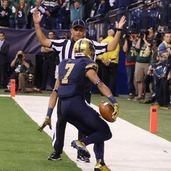 Will Fuller hauls in the first score of the day