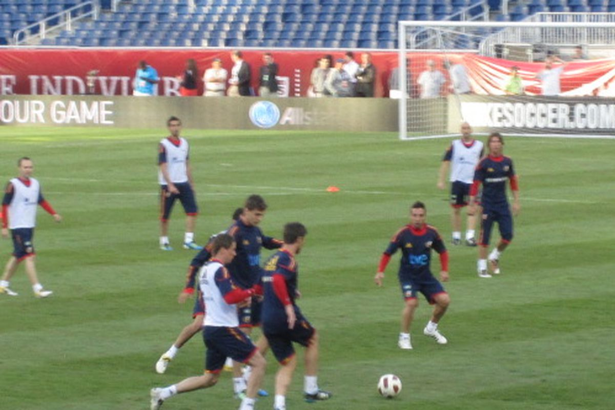 Scene from training yesterday with Joan and Santi, both expected to start today against the USA.