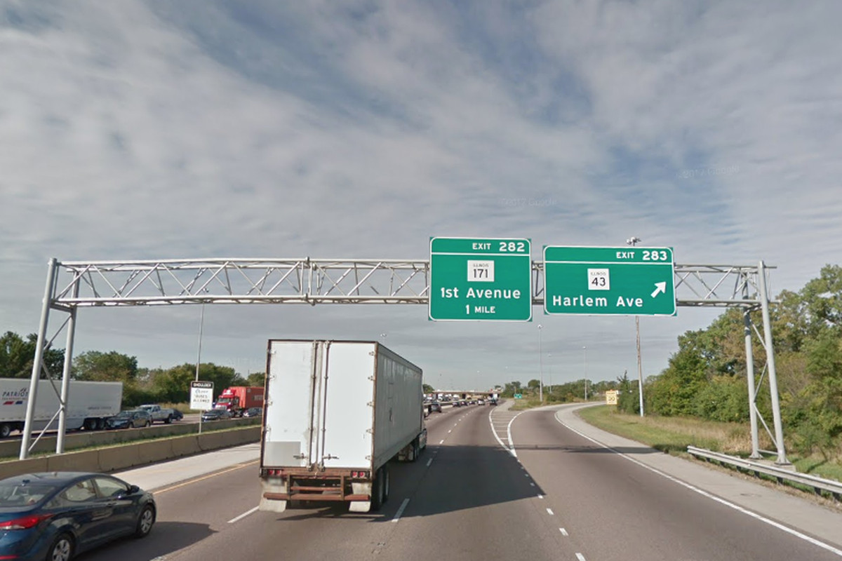 Man killed when van slams into stopped semi on Stevenson Expressway