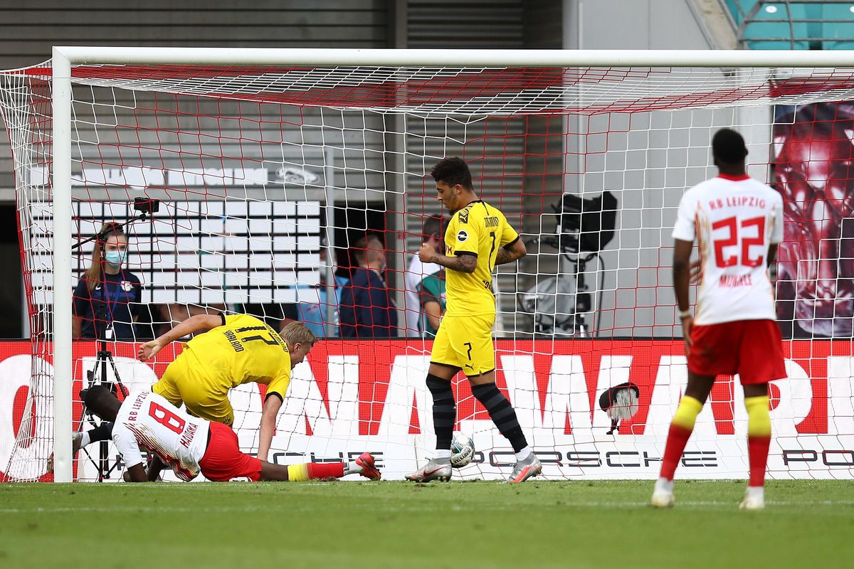 Dortmund Match Report Bvb Lock In Second Place For The Season Fear The Wall