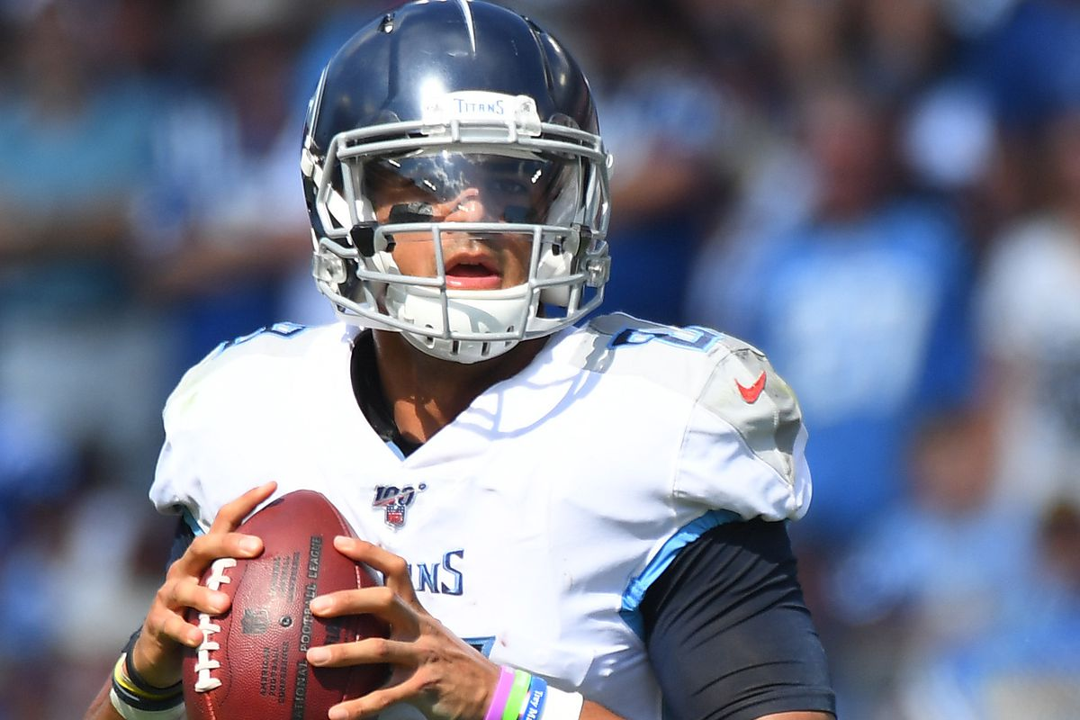 Tennessee Titans quarterback Marcus Mariota drops back to pass against the Indianapolis Colts during the second half at Nissan Stadium.