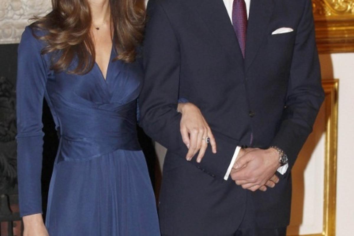 "Image via <a href=""http://www.celebitchy.com/127135/would_you_like_to_buy_kate_middletons_issa_engagement_dress_too_bad/"">celebitchy/WENN</a>"